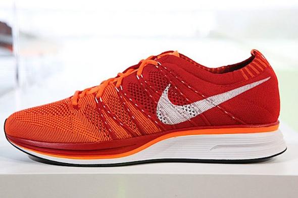 Nike Racer Flyknit Rot