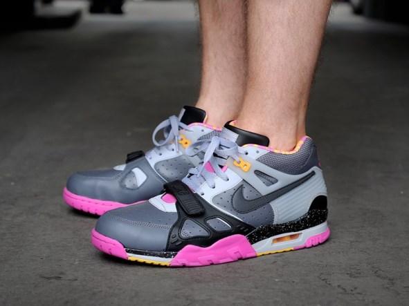 nike--air-trainer-iii-premium-qs-dark-grey-black-wolf-grey-club-pink-682933-001