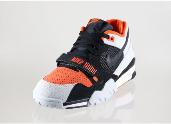 nike-air-trainer-2-prm-qs-(black-black-team-orange-wolf-grey)-632193-0022