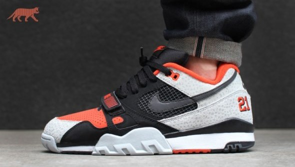 nike-air-trainer-2-prm-qs-(black-black-team-orange-wolf-grey)-632193-0024