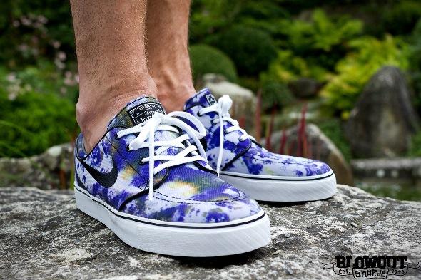 Nike-SB-Zoom-Stefan-Janoski-Tie-Dye-White-Black-Deep-Royal-Blue