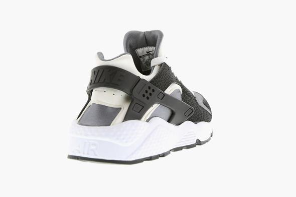 nike air huarache white black pure platinum sneakers. Black Bedroom Furniture Sets. Home Design Ideas