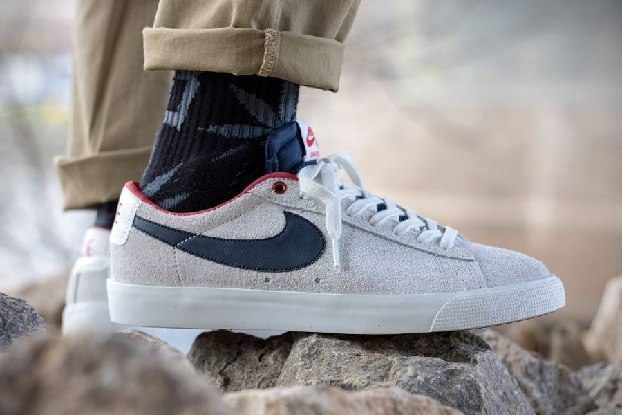 nike chaussures en cuir shox - Nike SB Blazer Low GT �C Summit White/ Obsidian-University Red ...