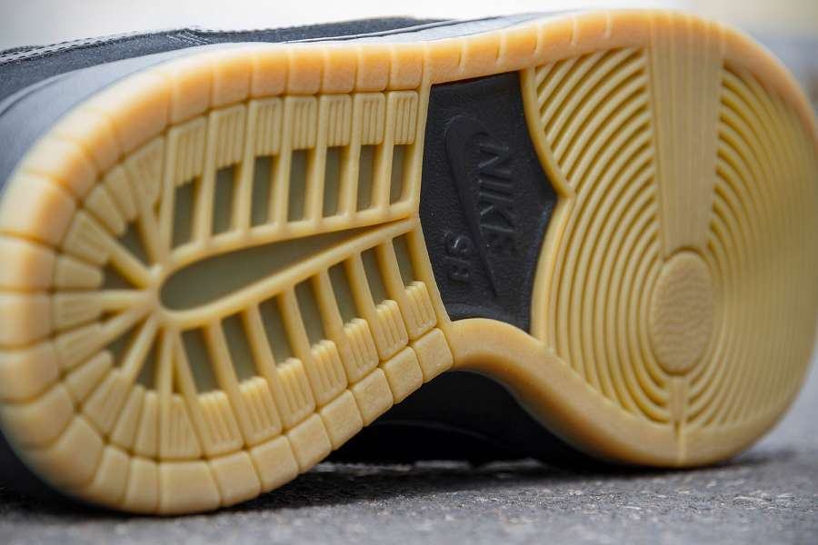 k-Nike-SB-Dunk-Low-Pro-IW-Black-Black-Gum-d1