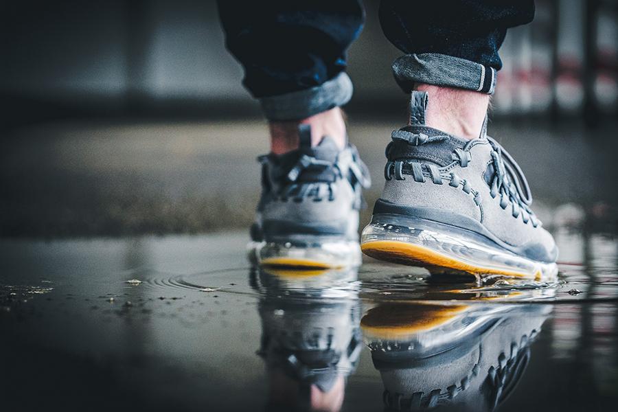 nike air max on feet
