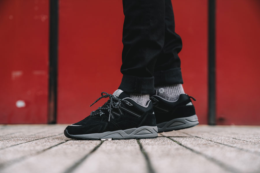 Karhu Tonal Pack - Fusion 2.0 Black (On feet)