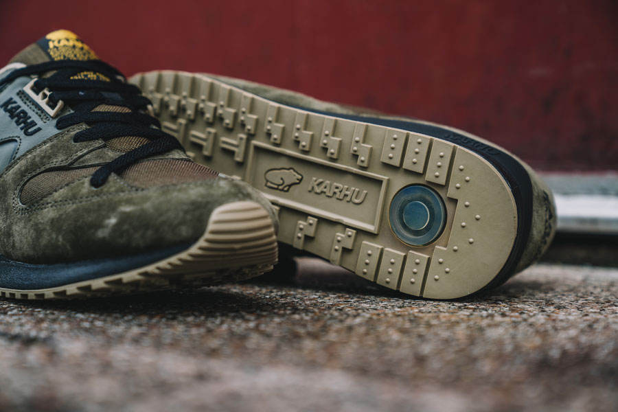 Karhu Tonal Pack - Synchron Classic Olive (Close up)