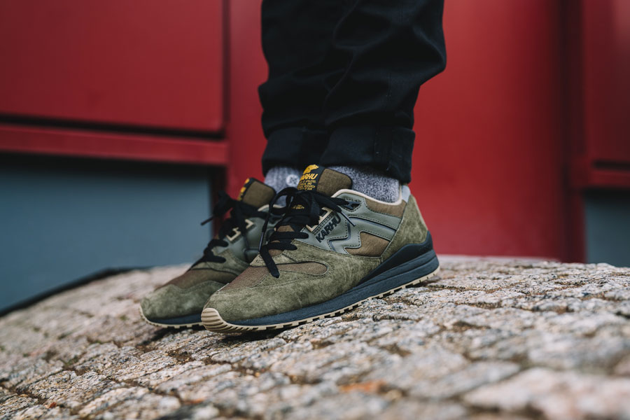Karhu Tonal Pack - Synchron Classic Olive (On feet)