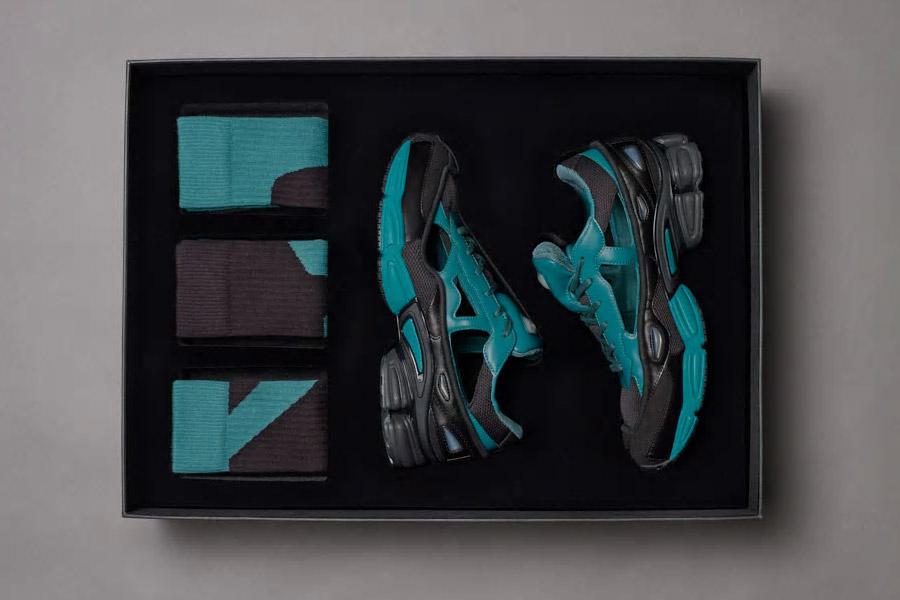 Raf Simons x adidas Ozweego Replicant (B27939 Black Colonial Blue) - Box