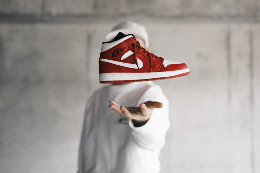 Snipes presents The Customization of the Air Jordan 1 - Floating