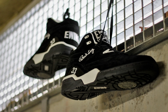 ewing-guard-black-4