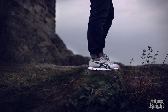 tgwo_onitsuka_tiger_silver_knight_on_feet_01
