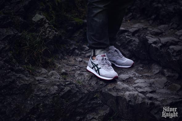 tgwo_onitsuka_tiger_silver_knight_on_feet_04