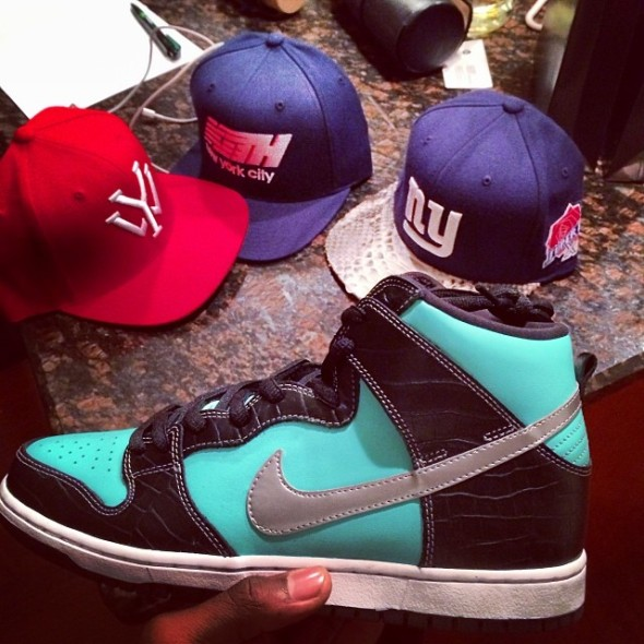 victor-cruz-nike-dunk-high-sb-tiffany