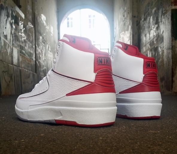 air-jordan-2-retro-varsity-red-7