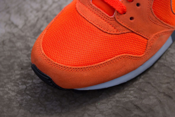 nike-air-pegasus-89-total-orange-05-570x380
