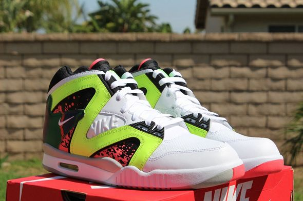 k-nike-air-tech-challenge-hybrid-neon-hot-lava3