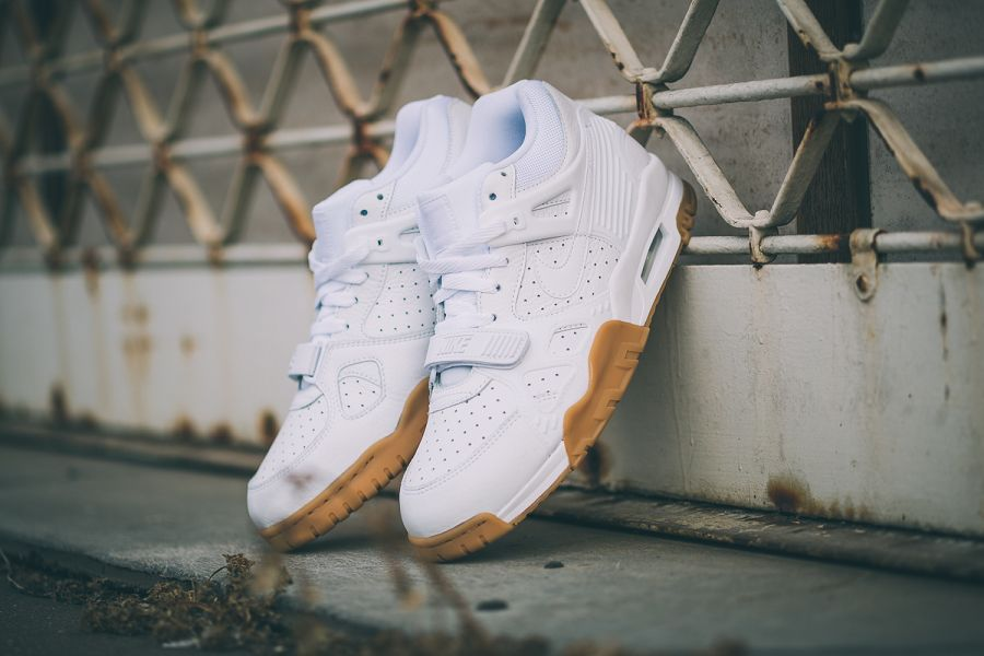 the latest 146f2 26ffc SNIPES offers this version of the Nike Air Trainer 3 online and instore.  Check all details here on the images of SNIPES.