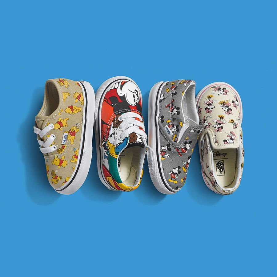 Disney x Classic Slip On 'Mickey Mouse' Vans VN 00MEGHG