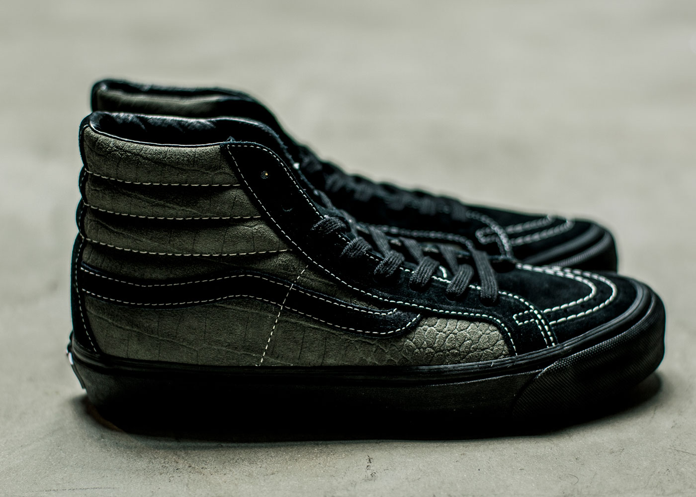 Vault-by-Vans-x-WTAPS_OG-Sk8-Hi-LX_Black-Dark-Gray_side