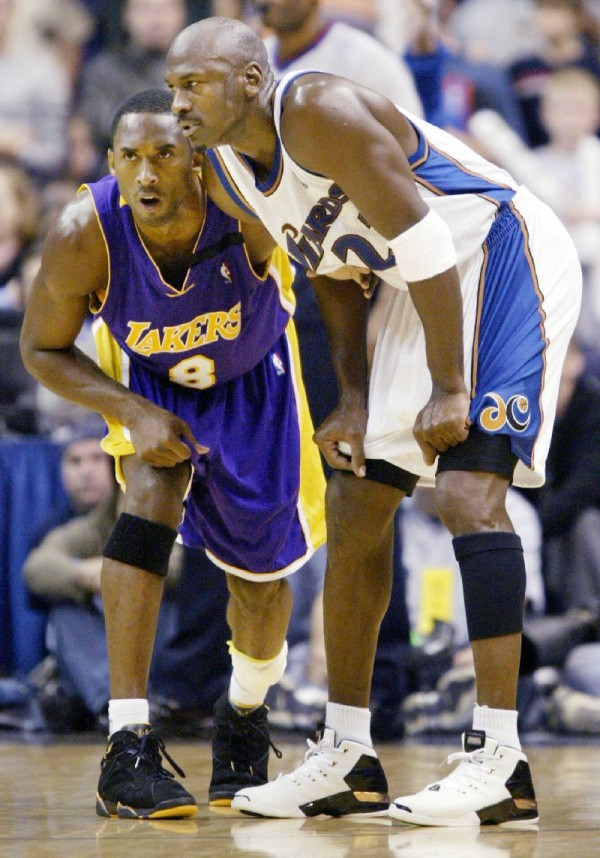 kobe-bryant-air-jordan-7-lakers-away-pe