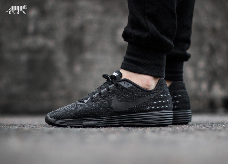 nike-lunartempo---all-black-1