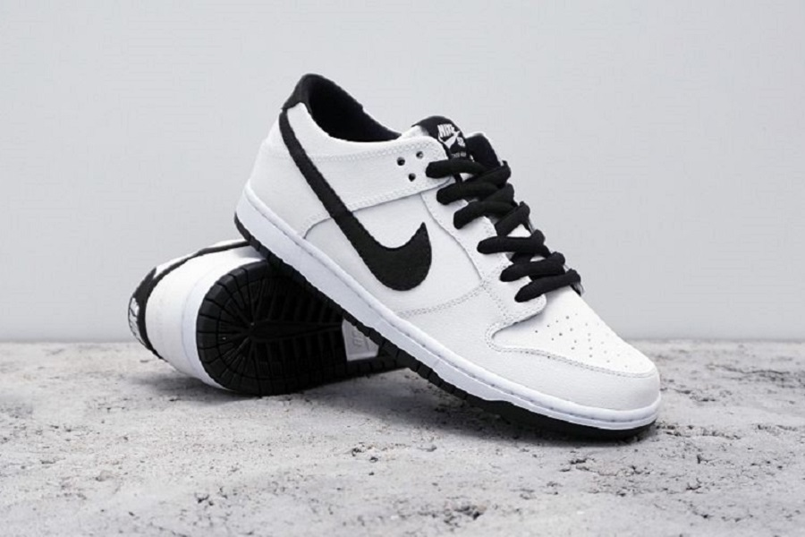 "huge selection of d24d2 c89bb Nike SB Is Keeping The Latest Colorway Of The ""IW"" Dunk Low Pro Simple"