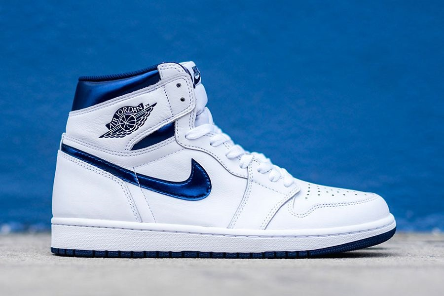 9b0ab9e5746 Air Jordan 1 Retro High OG In White  Metallic Navy
