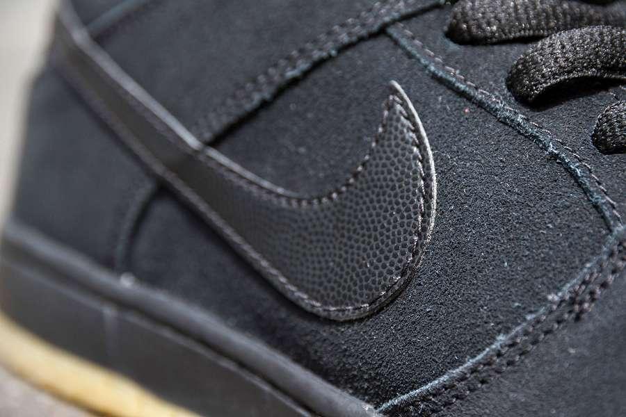k-Nike-SB-Dunk-Low-Pro-IW-Black-Black-Gum-d4