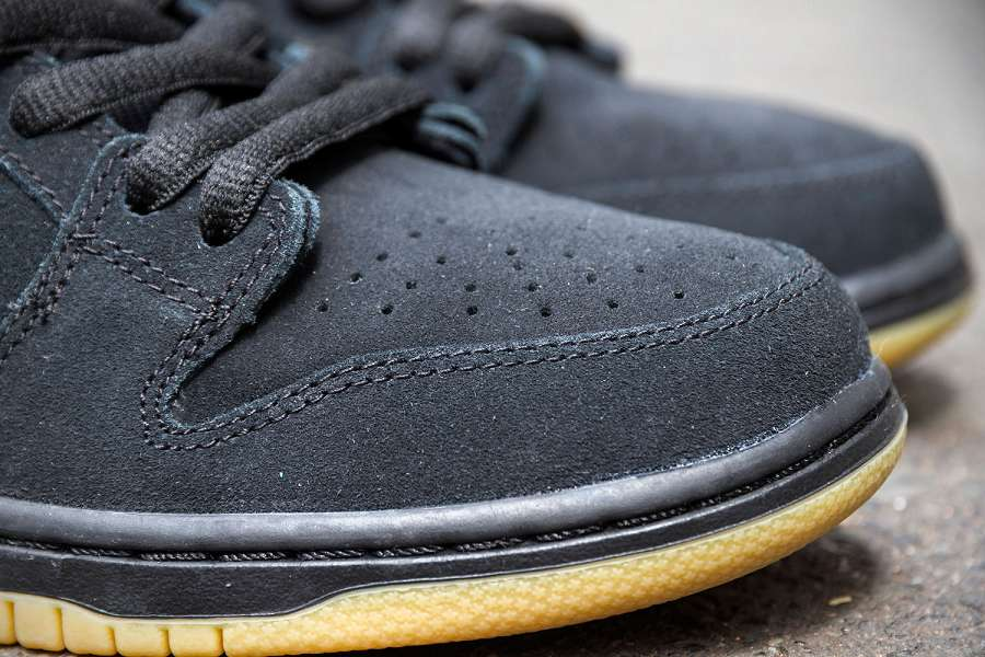 k-Nike-SB-Dunk-Low-Pro-IW-Black-Black-Gum-d5