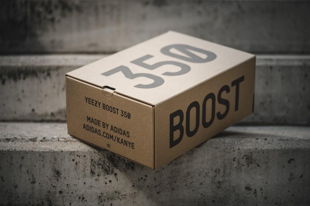big sale 9f999 99618 adidas Yeezy Boost 350 V2