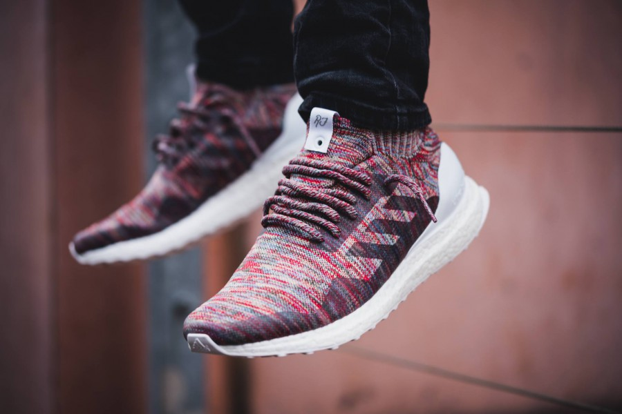 sports shoes 4fa10 85624 Ronnie Fieg X adidas UltraBoost Mid
