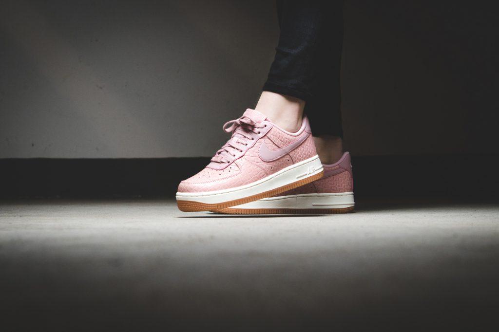 air force 1 premium sneaker in rosa