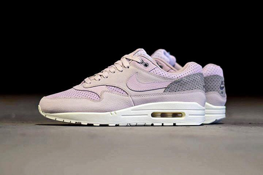 ladies air max
