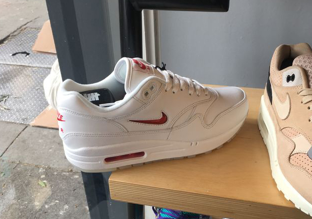 paso texto Nominal  AIR MAX 1 JEWEL