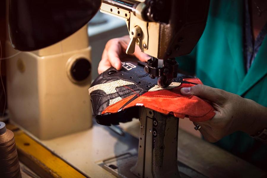 LimitEDitions x Diadora N9000 'Correfocs' (Sewing)