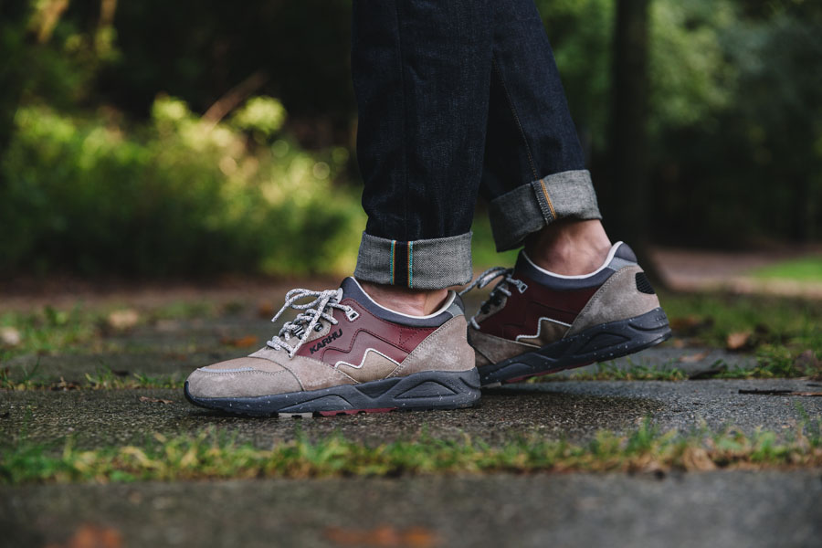 Karhu Outdoor Pack Part II - F803025 – Aria (Taupe / Syrah) - On feet