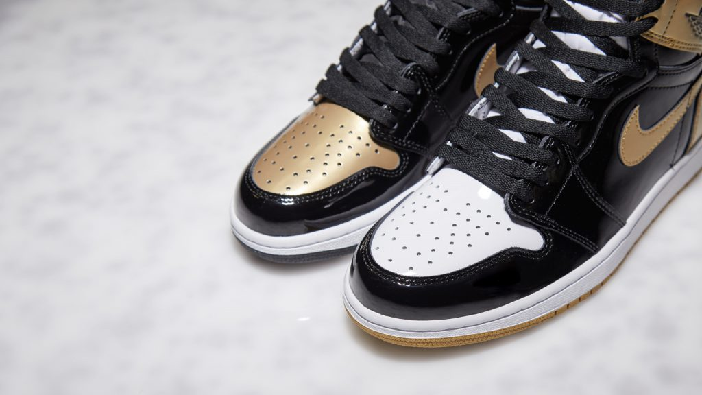 Air Jordan 1 Gold Top 3 (861428-001) - END (Toebox)
