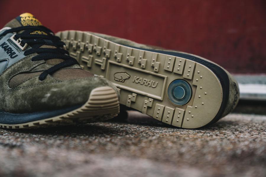 Karhu Tonal Pack - Synchron Classic Olive (Close up)
