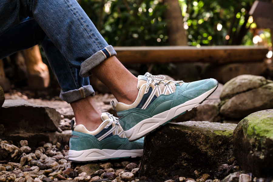 Karhu Linnut Pack Fusion 2 0 (F804031 - Mineral Blue Pale Khaki) - On feet (Side)
