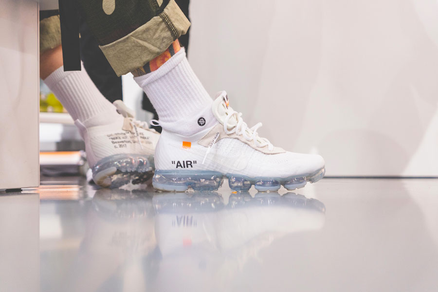 SNIPES presents The Customization of the Air Jordan 1 - Recap (OFF-WHITE x Nike Air VaporMax White On feet)