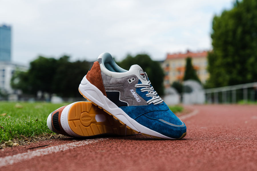 Karhu Legend Track Field Pack - Aria (Burnt Ochre Mykonos Blue)