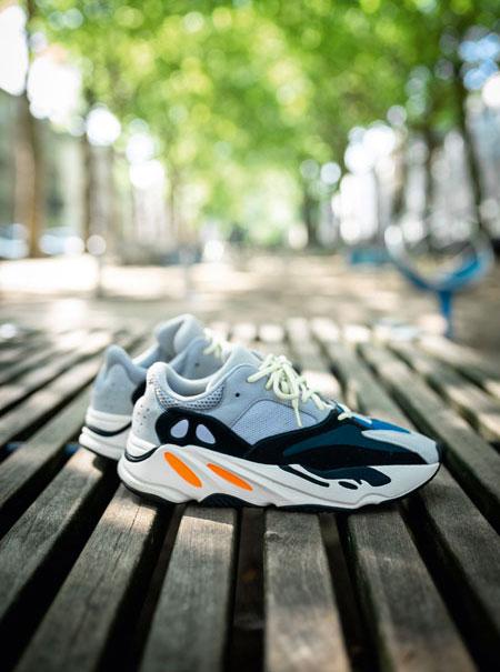 Sneaker Blogger Dead Stock - adidas YEEZY 700 Wave Runner