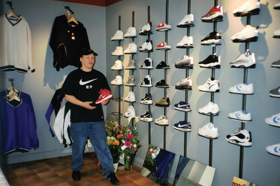 The History of Sneakersnstuff - Stockholm (Wall Peter)