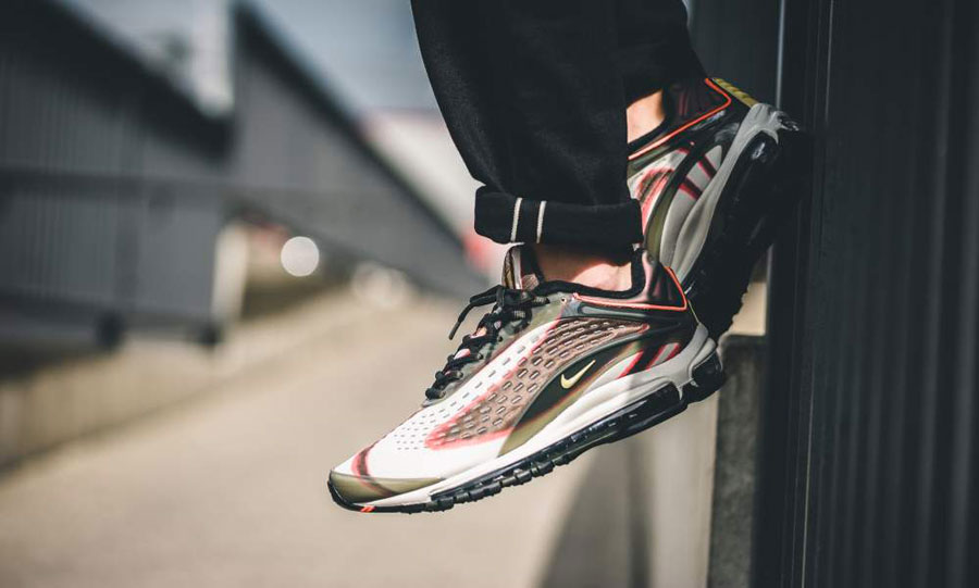 Nike Air Max Deluxe Sequoia (AJ7831-300) - On feet (Side)