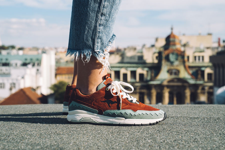 Footshop x KangaROOS Ultimate 3 The City Of A Hundred Spires - On feet (Side)