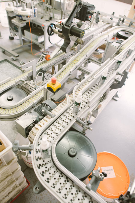Collonil Carbon - Hikmet Sugoer (Conveyor Belt)