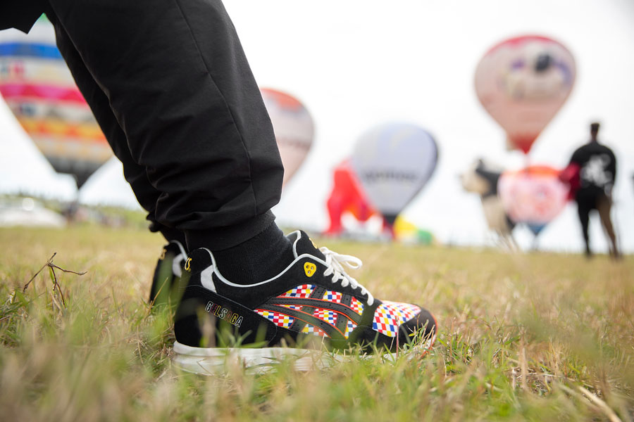 size x ASICS GEL-SAGA Balloon Fiesta - On feet