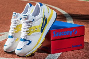 Best Sneakers of December 2018 - Saucony Azura OG