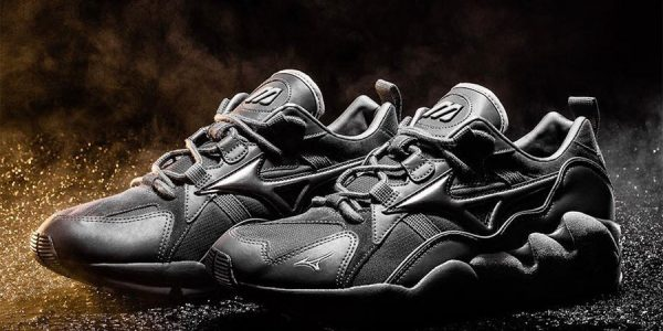 Mizuno's Wave Rider 1 Releases in Triple Black